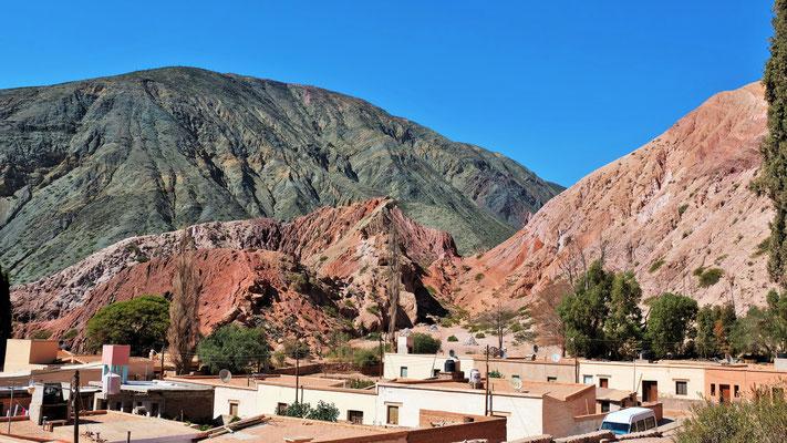 ... ins farbenprächtige Pumamarca.