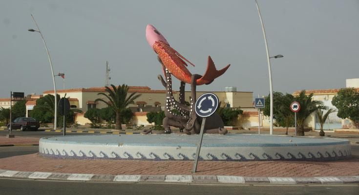 Kreisel bei Boujdour in der Westsahara