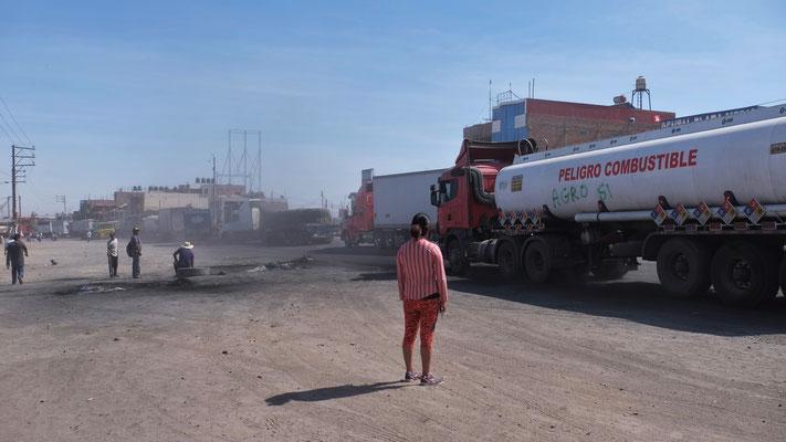 Und immer wieder Tanklastwagen mitten drin
