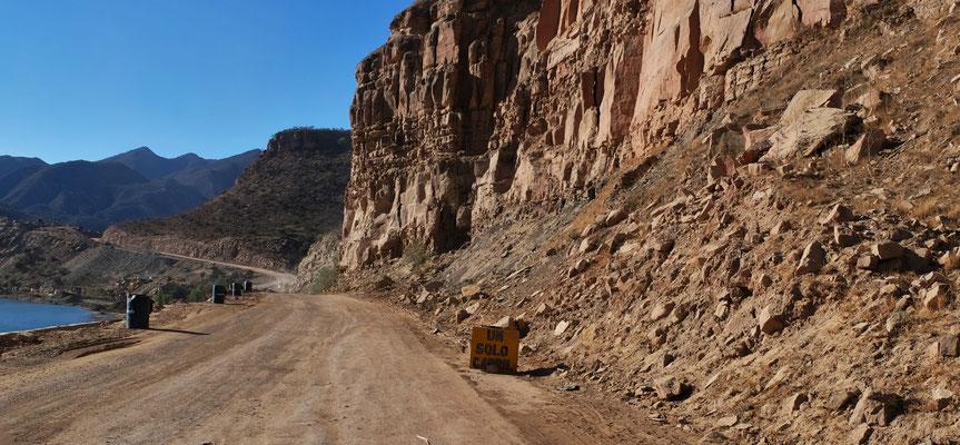 ...und schon wieder von Bergstürzen zerstörte Streckenabschnitte