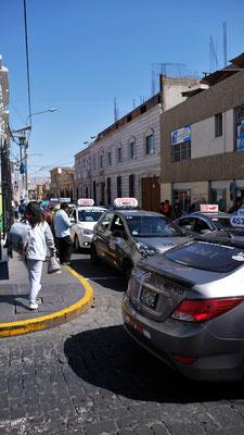 Taxis beherrschen das Strassenbild