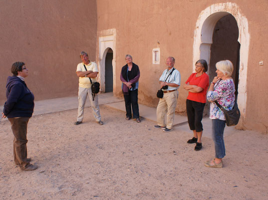 Gaelle erläutert geschichtliches und kulturelles in Deutsch