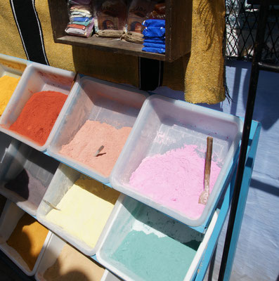 Farben aller Art in Chefchouan, nicht nur blau