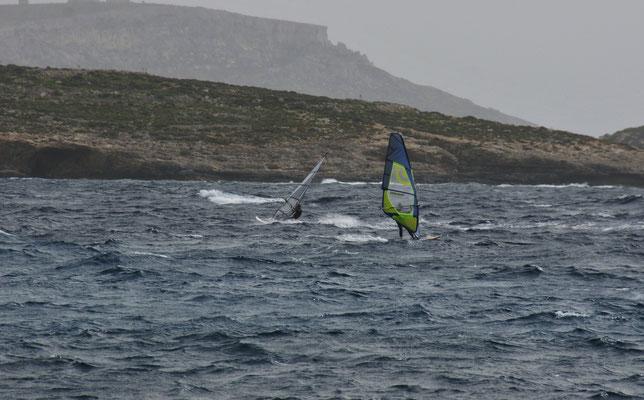 .... und schon fliegen sie übers Wasser