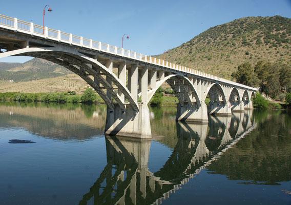 Der Fluss Douro, der in Porto ins Meer mündet.