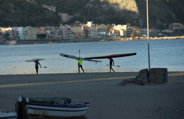 Wassersportler in Giardini-Naxos