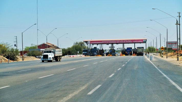 Die verkaufen Autobahnkilometer. Ziemlich viele Mautstellen in Peru