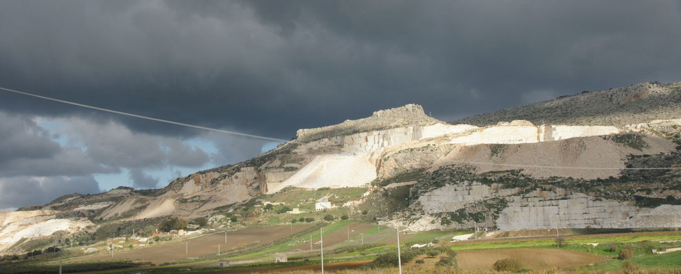 Auf dem Weg nach Custanoci wird ich meine Granit und die anderen Marmor abgebaut.