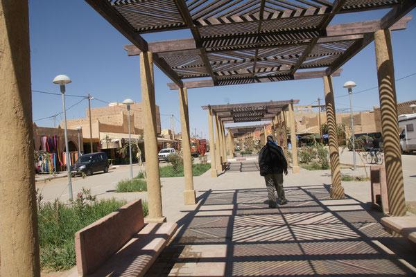 beim letzten Besuch war die überdachte Promenade in Merzouga noch im Bau