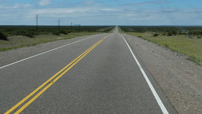 und lange gerade, gerade, gerade durch die Pampa