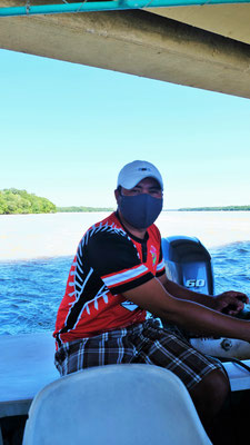 Wir sind unterwegs zu den Flamingos mit unserem tollen Bootsführer