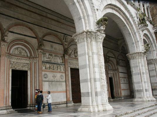 Da ist er wieder der Marmor an der Kathedrale in Lucca