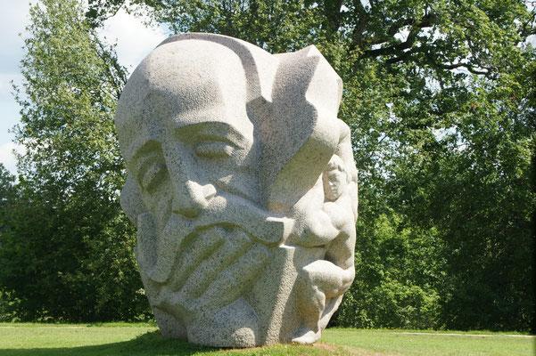Skulpturengarten vor der Burg