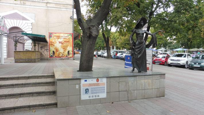 Viele schöne Statuen