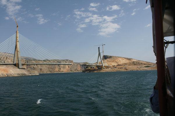 Ist die Brücke erst mal fertig, wird der Fährbetrieb seinen gutgehenden Betrieb einstellen müssen