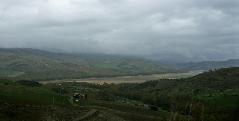 Lago Pozello höchstens zu einem Viertel gefüllt.