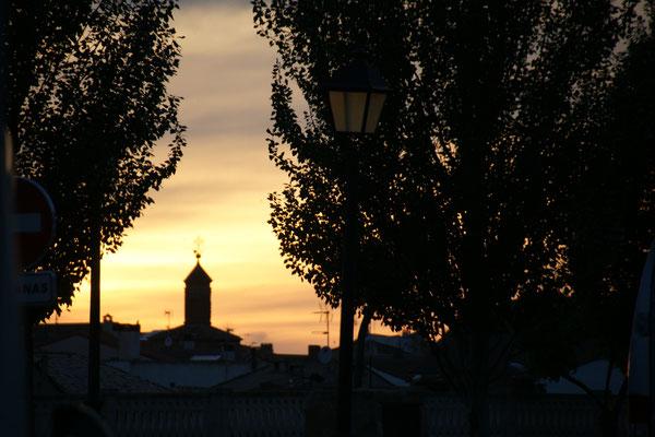 Die Sonne geht unter in Arguedas und.....