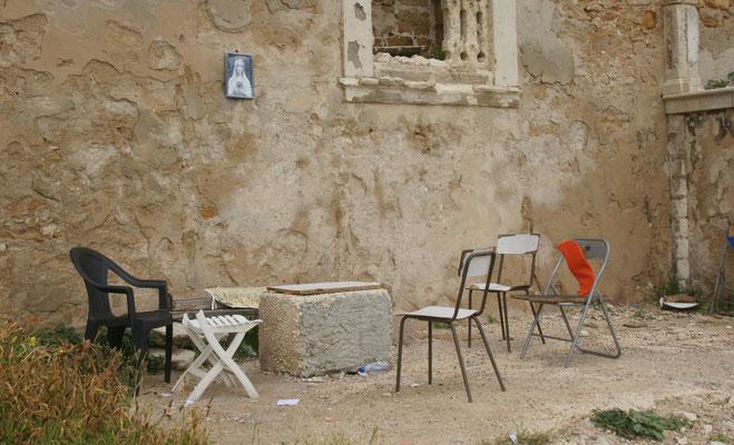 Hier sitzen die alten Männer an der Mauer, wenn sie nicht gerade Siesta machen.