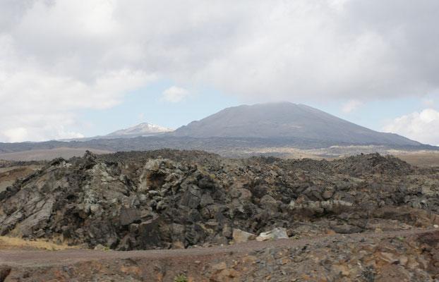 Bizarre Landschaft. Werd des Tendürek Dagi der 3660 m hoch. Letzter Ausbruch 1855