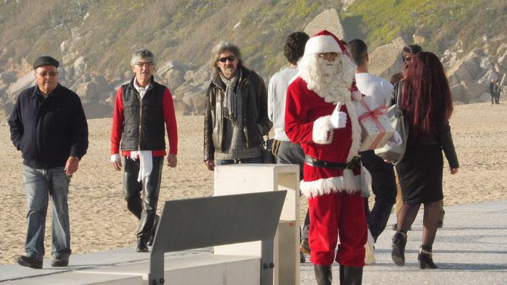 Auch der Weihnachtsmann darf nicht fehlen in Nazare