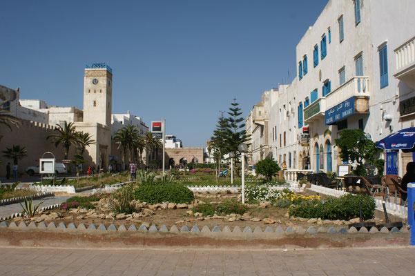 Solch einen Uhrturm haben wir bis jetzt in Marokko noch nie gesehen