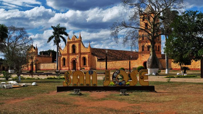 Die grosse steinerne Kirche von San Jose de Chiquito