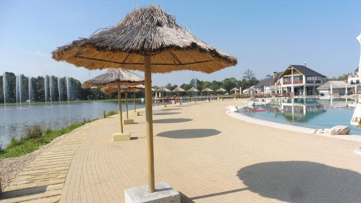 Der Swimmingpool mit Südseeflair