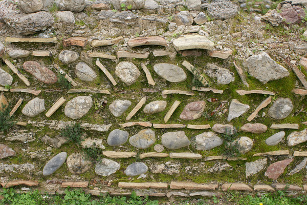 gemusterte Mauern