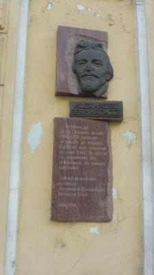 Der Schweizer Architekt Alexander Bernardazzi, 1831- 1907.  Hat sehr viel erbaut in Moldawien. Unter anderem sorgte er für die Wasserversorgung und die Strassenpflasterung von Chisinau. Wurde Ehrenbürger von Chisinau und auch hier beerdigt.