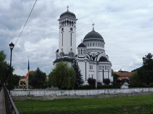 Kirche auf dem Weg zum Campingplatz