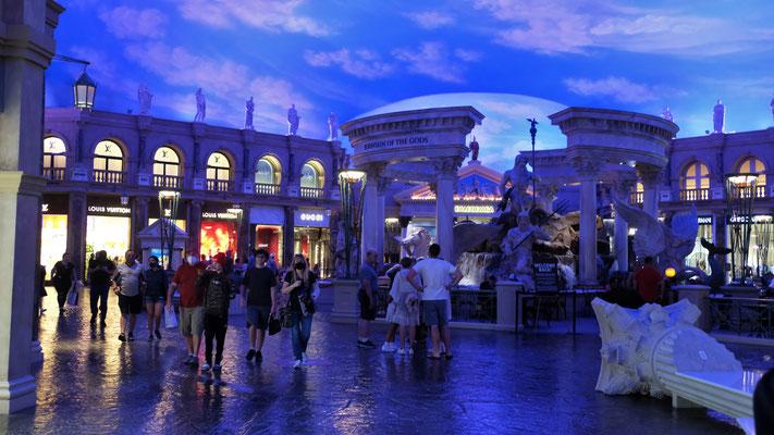 Der Trevibrunnen unter Dach in Vegas