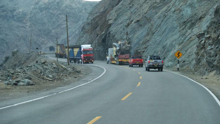 ... auch viel Lastwagenverkehr und ......