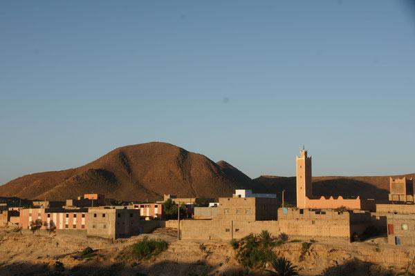 Die kleine Stadt auf der anderen Seite des Oueds in Tata