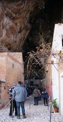 Der Weg nach hinten in die Grotte