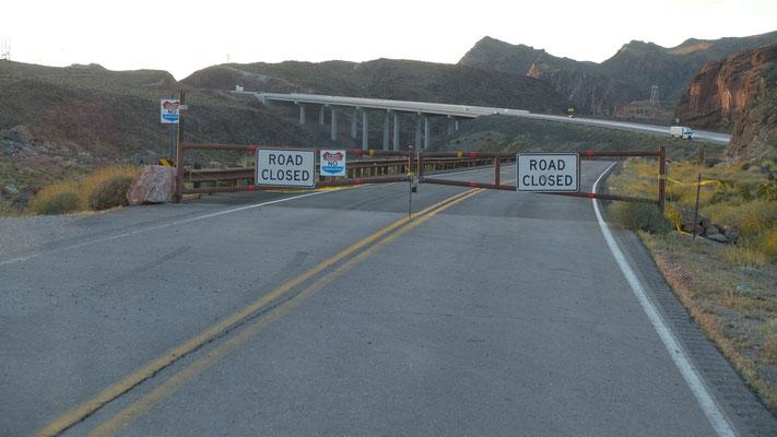 Auch diese Zufahrt zum Damm ist gesperrt