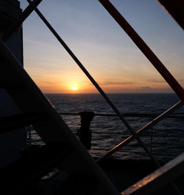 ...und geniessen wieder einen schönen Sonnenuntergang