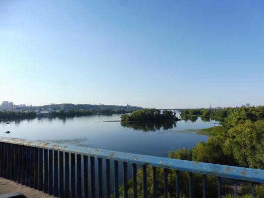 Abends geht es wieder über die Brücke