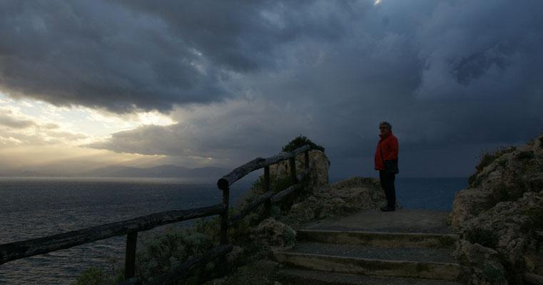 Am Cap Milazzo müssen wir aufpassen, dass nicht wir vom Sturm weggetragen werden.