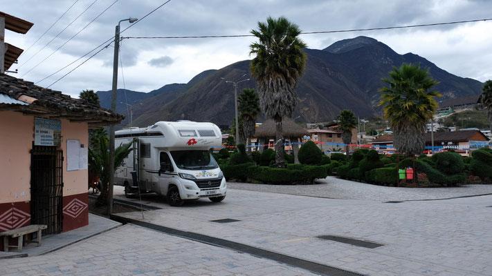 In Tingo Nuevo stehen wir mal wieder am Plaza de Armas