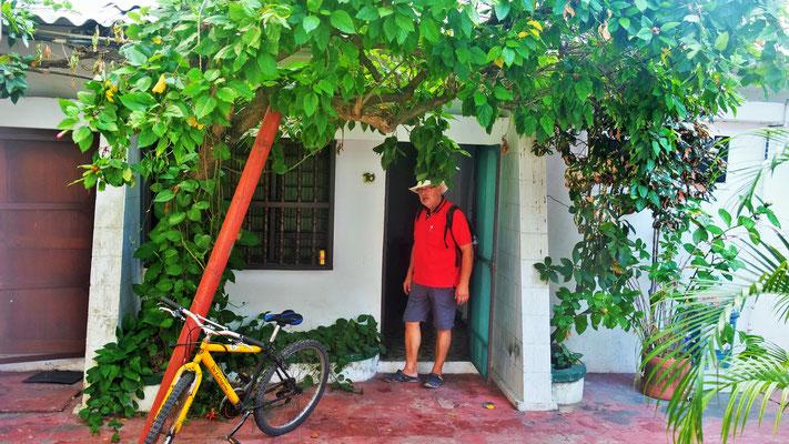Unser Zimmer mit Küche, aber ohne Klima, dafür zwei Ventilatoren im Hostel Bellavista.