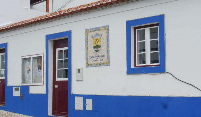 Einfach nur schön, die weissblauen Häusschen von Porto Covo