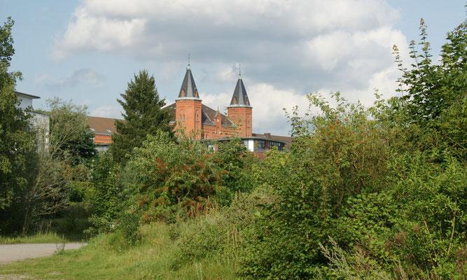 """Blick von unserem """" Stellplatz"""" auf das neue Rathaus von Celle"""