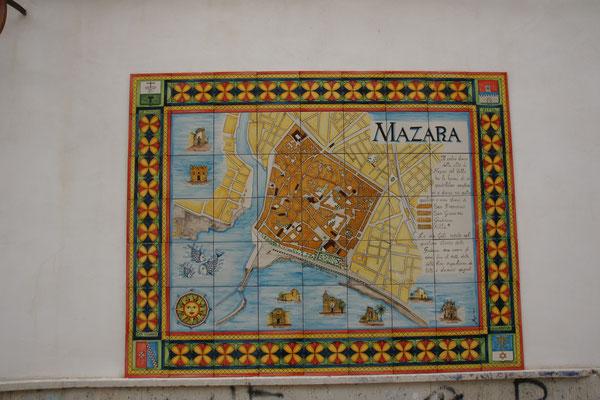 Wieder an vielen Wänden die schönen Mosaike
