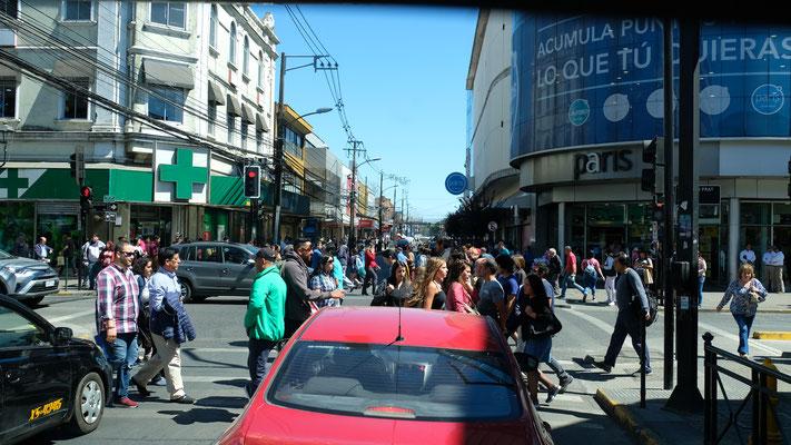 In der Stadt, Autos und Menschen, Menschen, Menschen