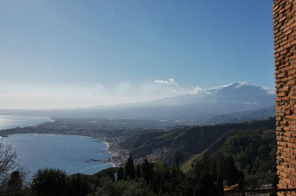 Blick auf  Aetna und Giardini-Naxos von Taormina