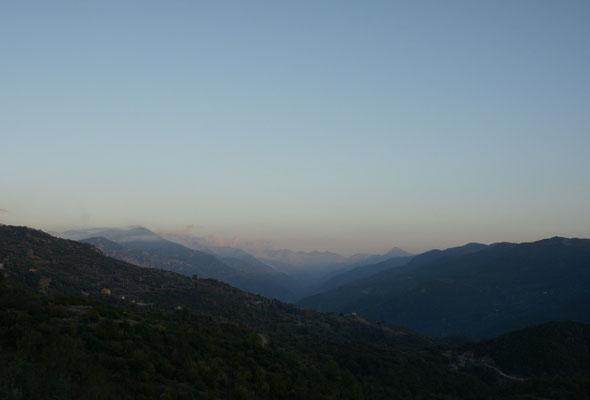Blick in die Berge und Täler hinein