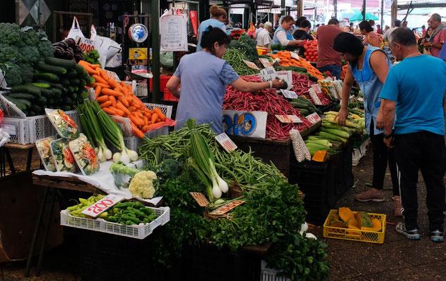 gibt es auch den ursprünglichen riesigen Markt mit.....