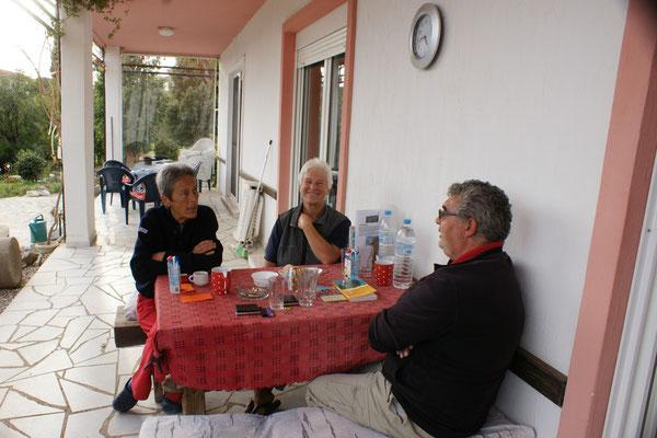 Kathi und Brigitta verwöhnen uns mit Kaffee und Kuchen