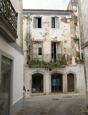 Ziemlich leer und auch etwas marode die Altstadt von Beja.