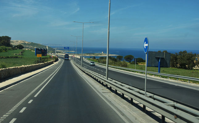 Auch solche tollen Strassen gibt es auf Malta. Die N1